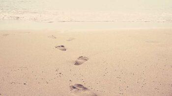 Beneficios de andar descalzo: mejora tu salud.