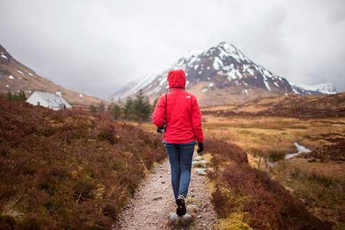 Beneficios caminar por la montaña