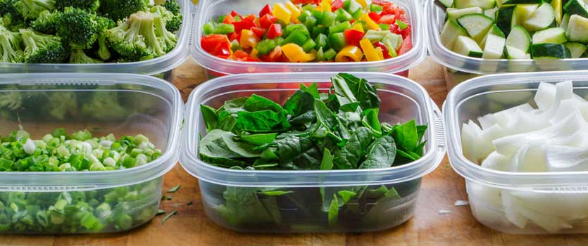 Envases de plástico en la comida