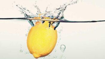 Agua con limón: beneficios y cómo tomarlo